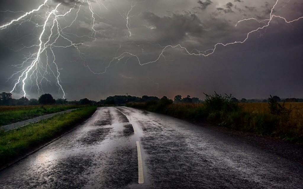 La tormenta perfecta: cómo conducir con lluvia intensa y granizo